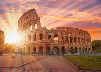 Rímske Koloseum pri západe slnka
